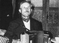 M. Léon BONIS, Accordéoniste